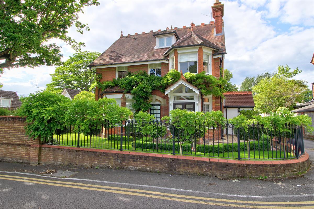 Hollybank, Wokingham